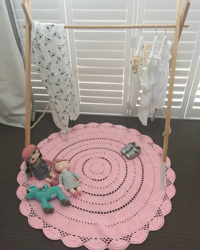 Tapete redondo de crochê rosa claro