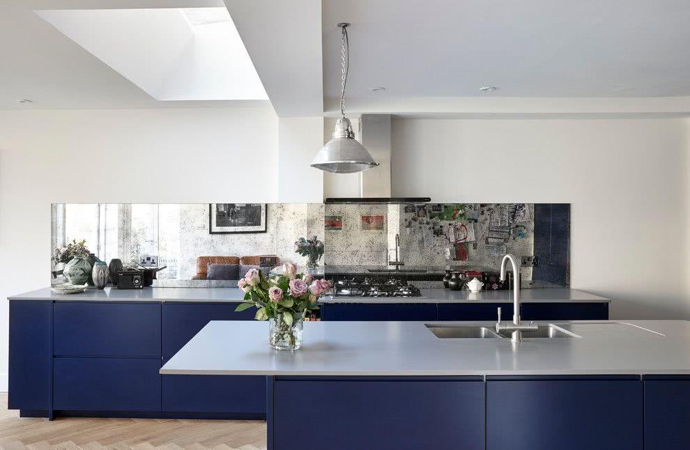 Cozinha azul: o azul marinho nos armários