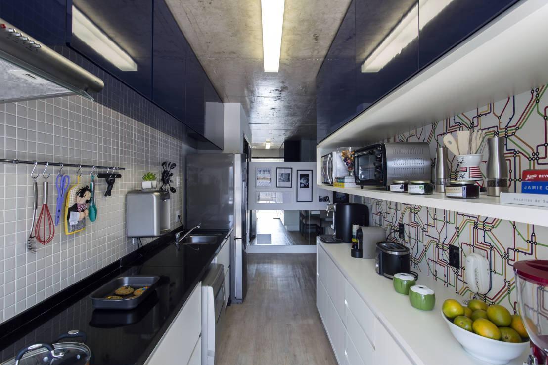 Cozinha azul: para uma cozinha com proposta urbana utilize cores e cimento queimado