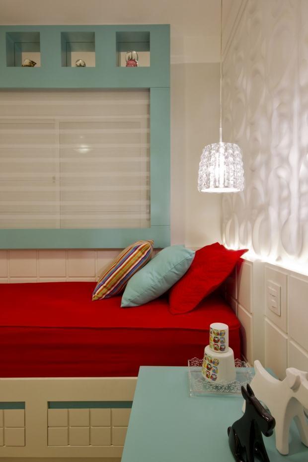 Utilize outras cores para deixar o quarto de menina elegante e feminino