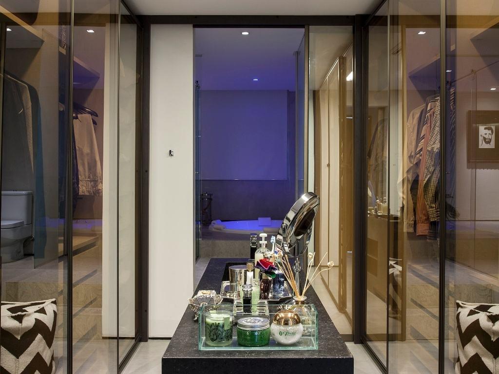 Closets com Banheiros Integrados – Fotos Lindas! cazamulher #433E71 1024 768