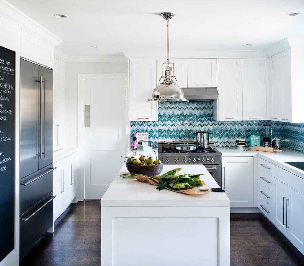 Cozinha azul: revestimentos formam um belo trabalho na parede
