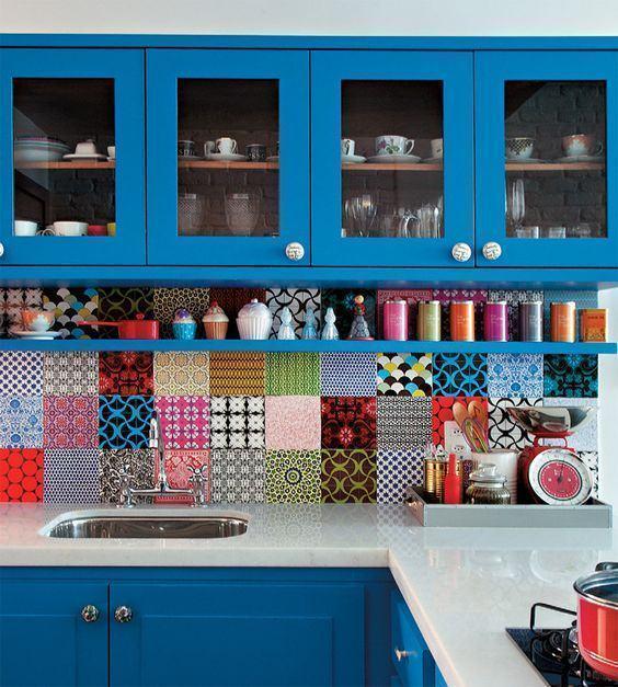Deixe sua cozinha colorida e vibrante com ladrilhos estampados