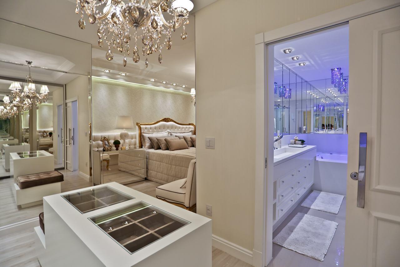 60 closets com banheiros integrados fotos lindas for Closets para apartamentos pequenos