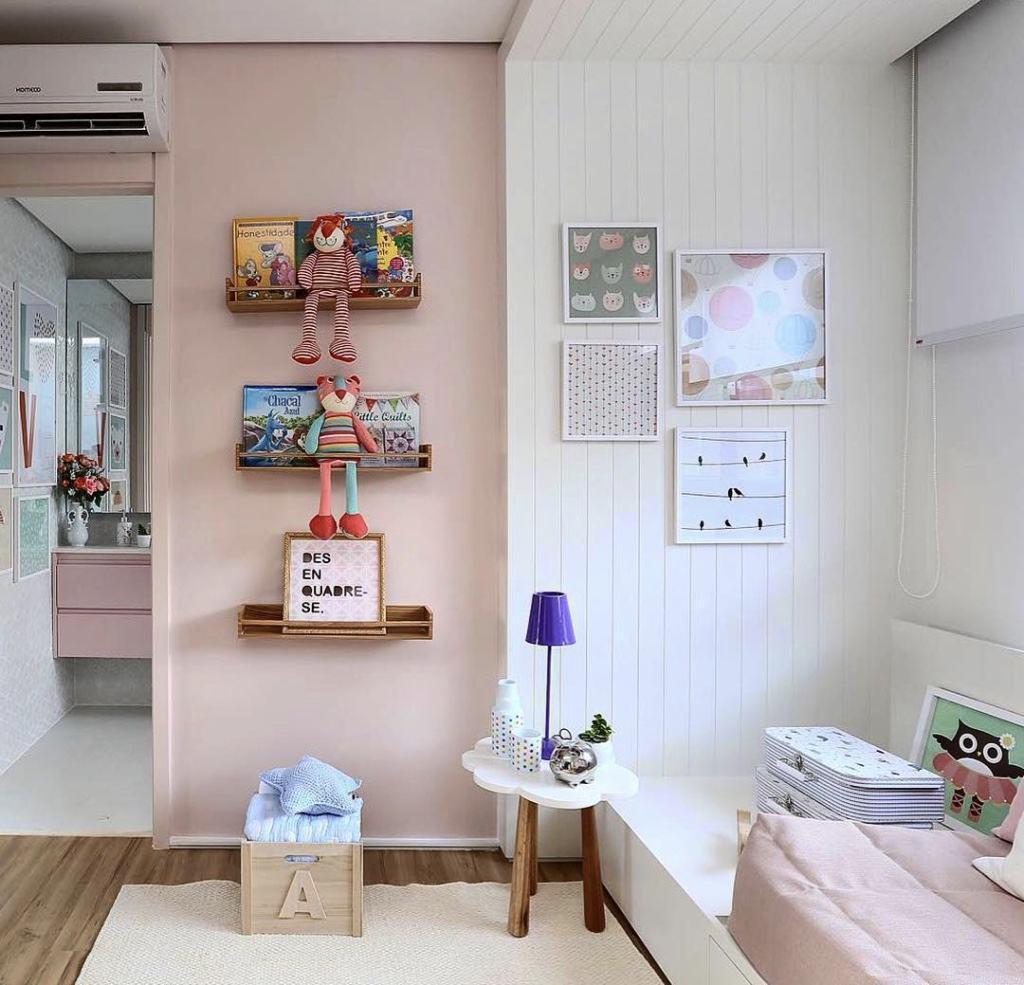Quarto de menina com decoração rosa e branco