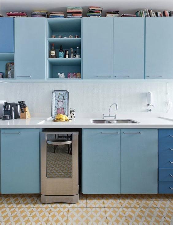 Cozinha azul e amarelo