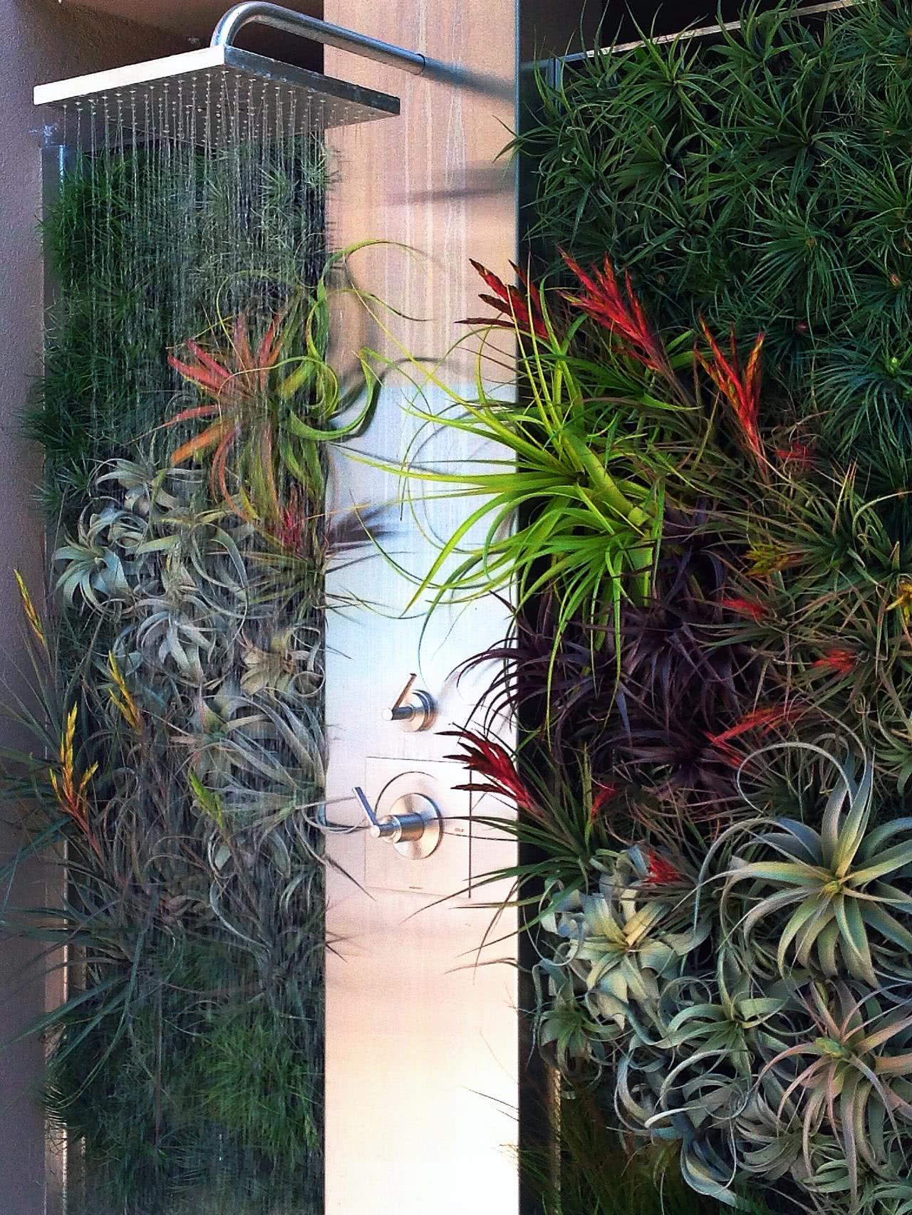 13 – Leve mais tranquilidade ao seu banheiro com um jardim vertical #886943 1280x1706 Banheiro Com Jardim Vertical