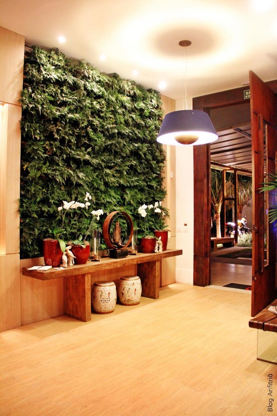 O jardim vertical ganha seu lugar no hall de entrada também!