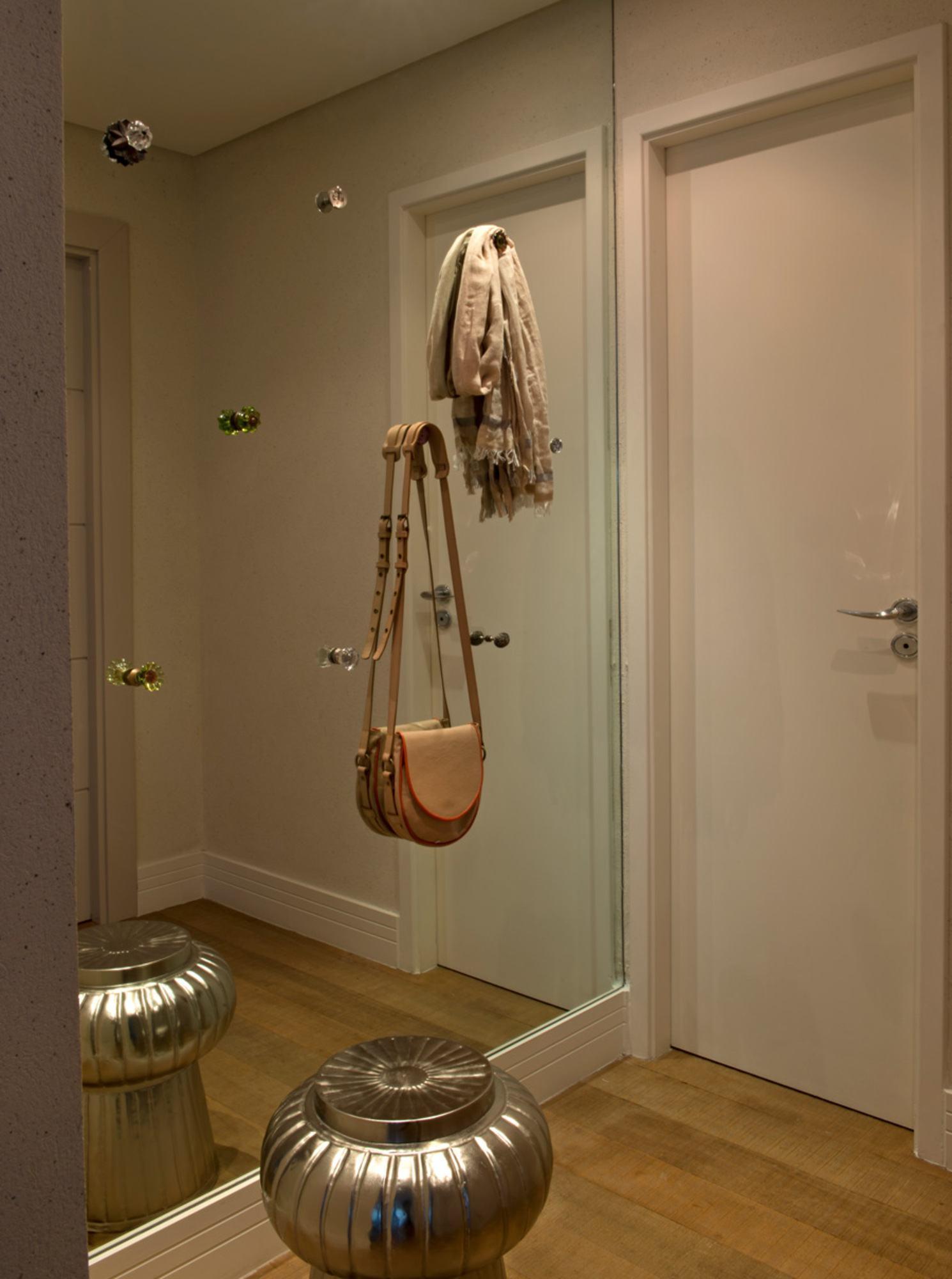 Sua parede espelhada decorada e funcional!