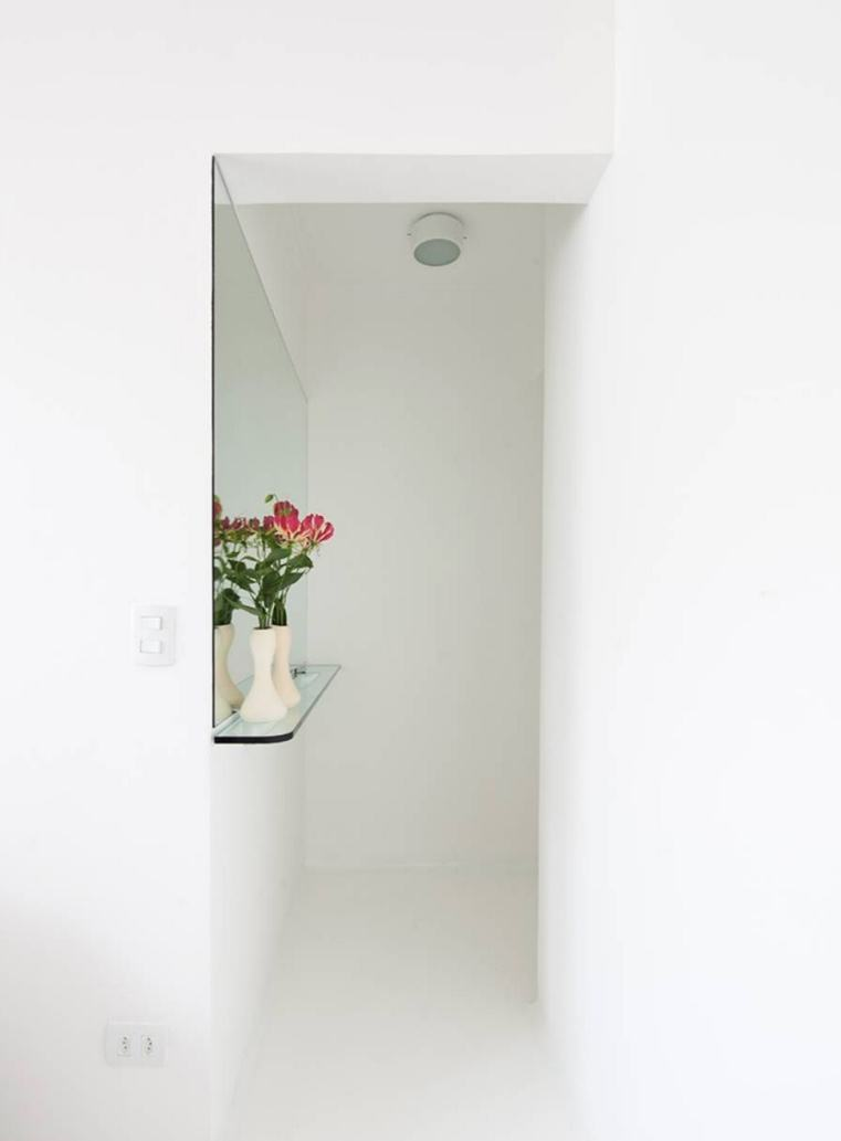 Hall de entrada com estilo minimalista