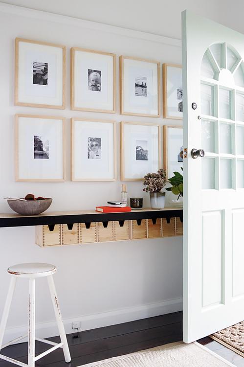 Um pequeno aparador pode ser decorativo e funcional ao mesmo tempo
