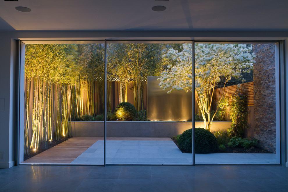 Efeito especial da iluminação no jardim de inverno