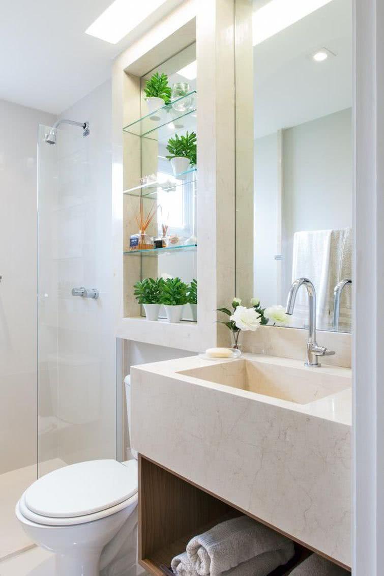 decoração pequena de banheiro beje