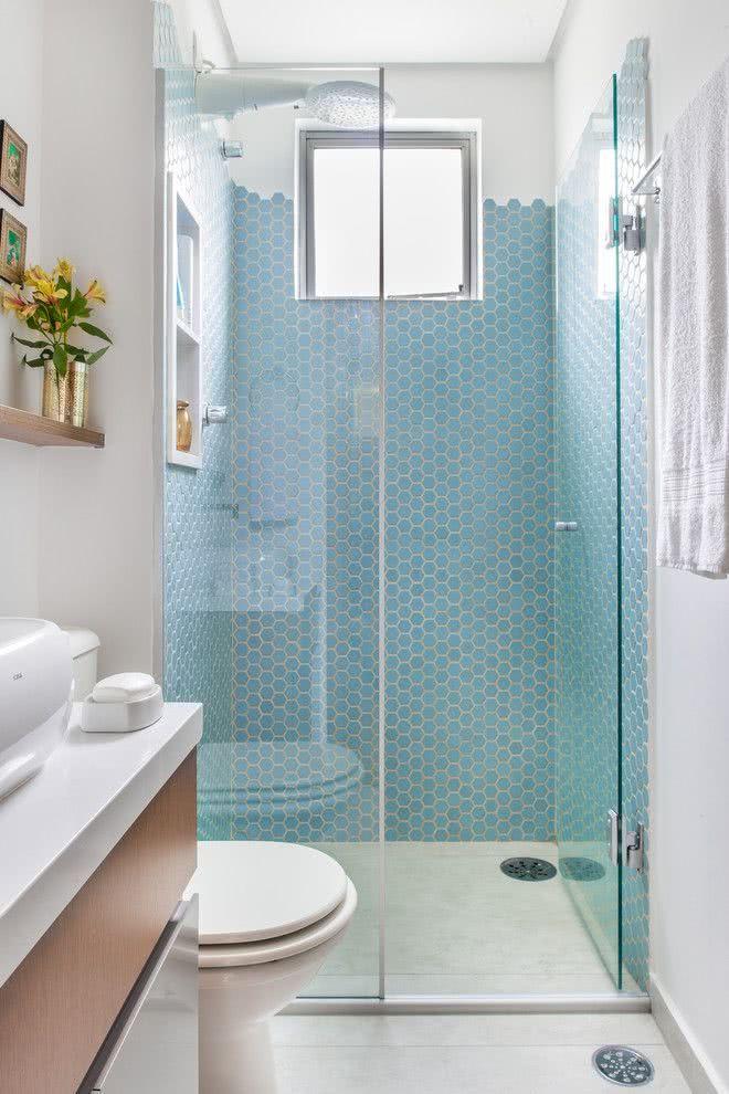 Banheiros pequenos e baratos azuis