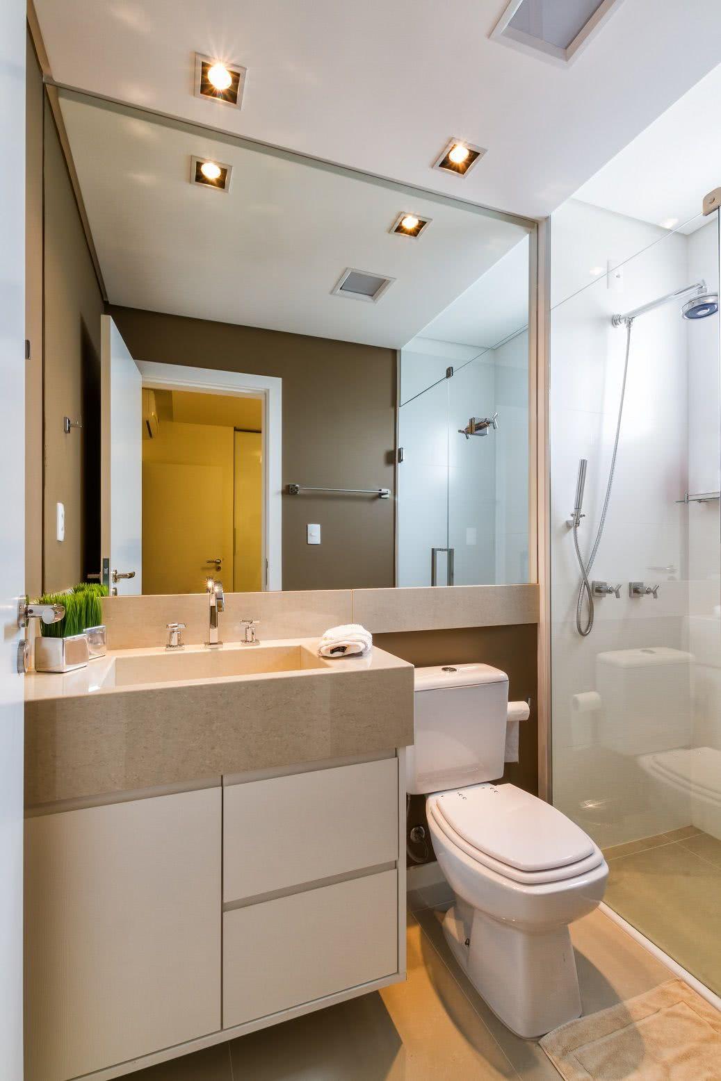 Este banheiro ganha uma pintura com tom neutro quente.