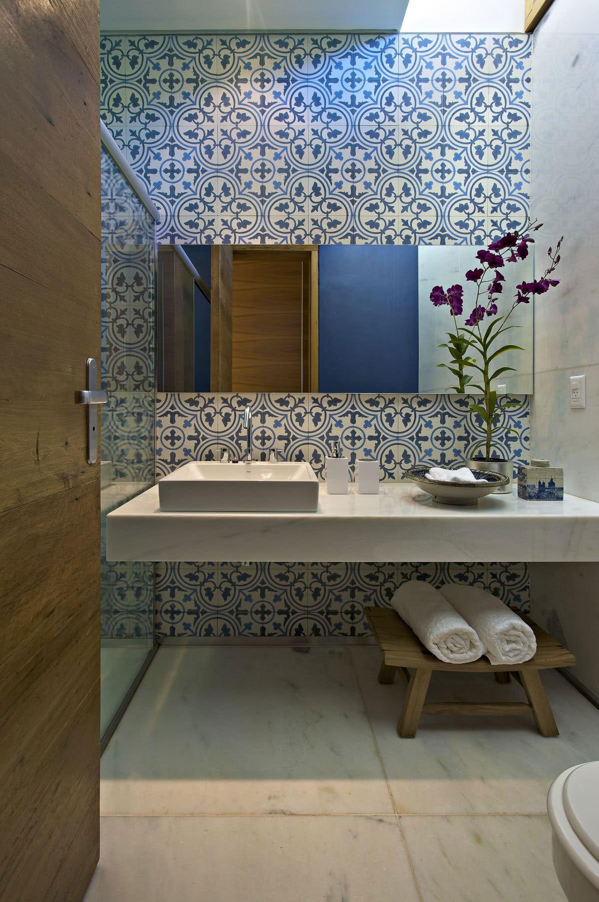 Um exemplo de como o azulejo pode mudar a cara da decoração.