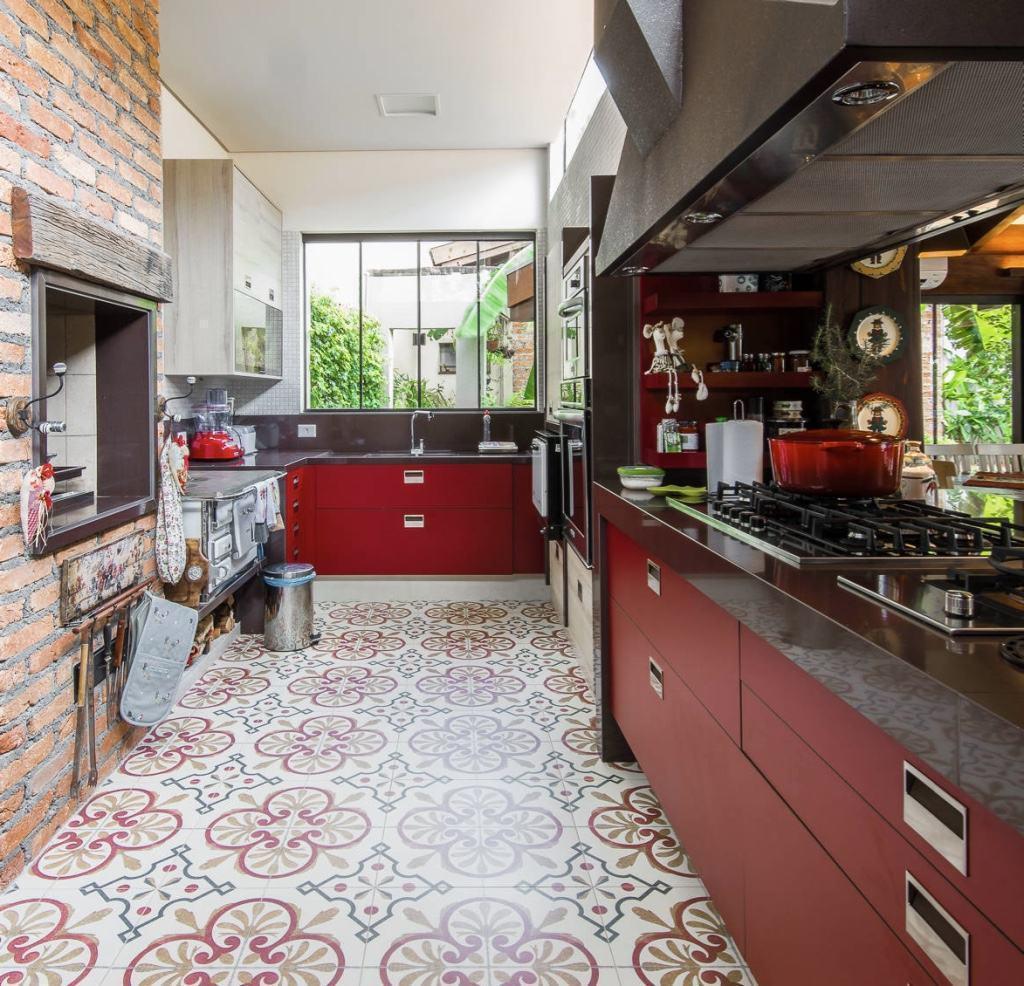 Imagem 54 – O nicho formando a cozinha destacou esse ambiente  #713C37 1024 986