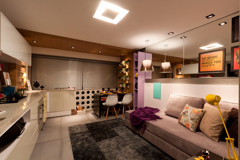 decoracao kitnet feminino:Imagem 29 – A bancada se adapta tanto para home office como para