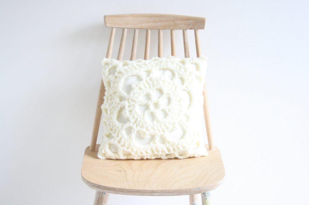 almofada-de-croche-branca-2