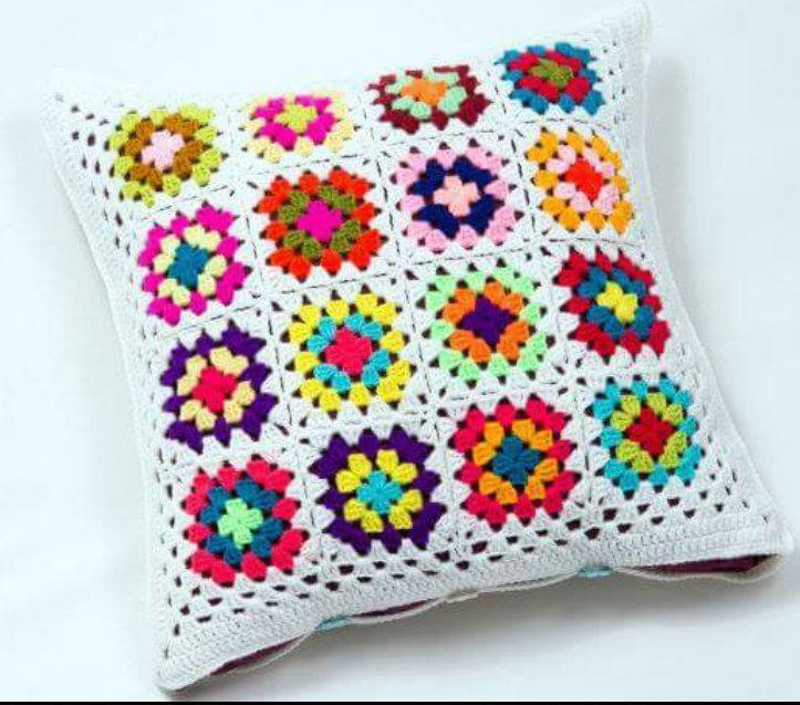 almofada-de-croche-com-flores-12