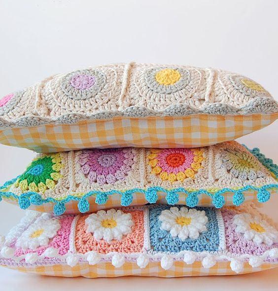 almofada-de-croche-com-flores-14