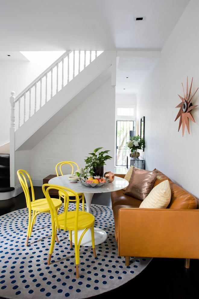 Sala De Jantar Com Tapete De Couro ~ Imagem 16 – Tapete redondo colorido em destaque nesta sala de jantar