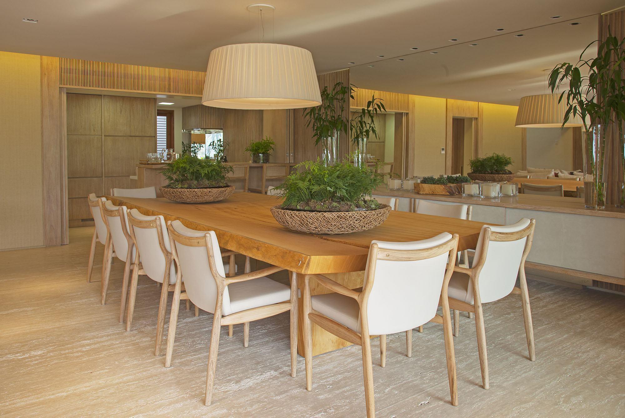Imagem De Sala De Jantar ~ Imagem 28 – Aproveite todos os cantinhos inserindo um banco na