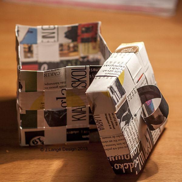 Mini-caixa feita com jornal