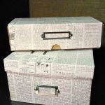 Caixas de sapato com jornal