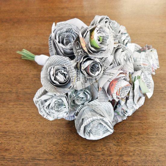 Buquê de flores feito com jornal