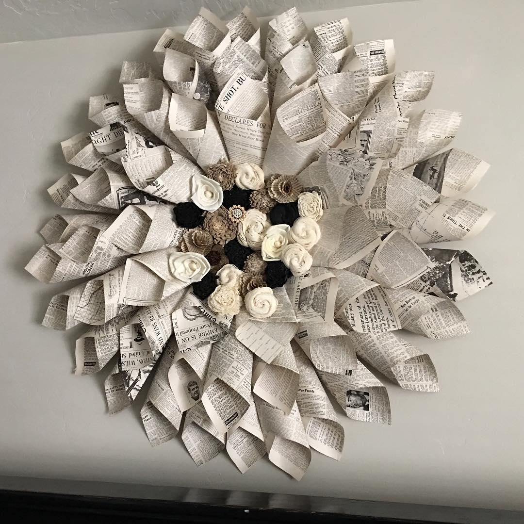 Artesanato Com Jornal 59 Fotos Passo A Passo  -> Como Decorar Parede De Sala Com Material Reciclados