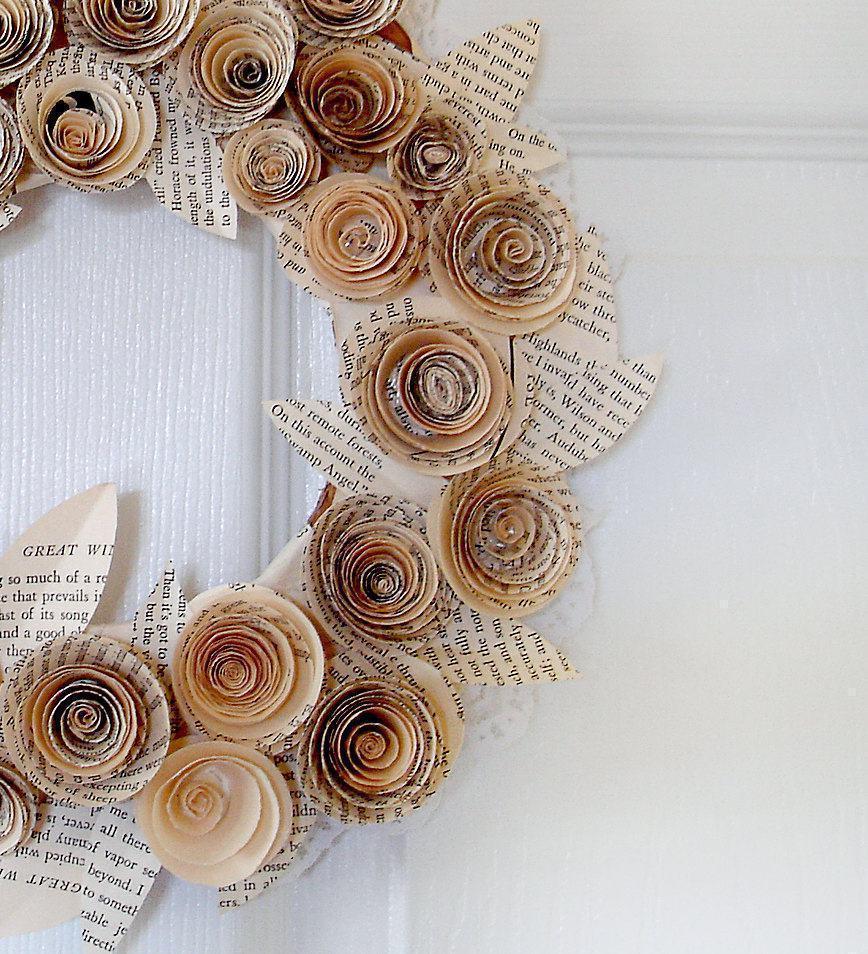 Enfeite delicado de jornal para porta ou parede