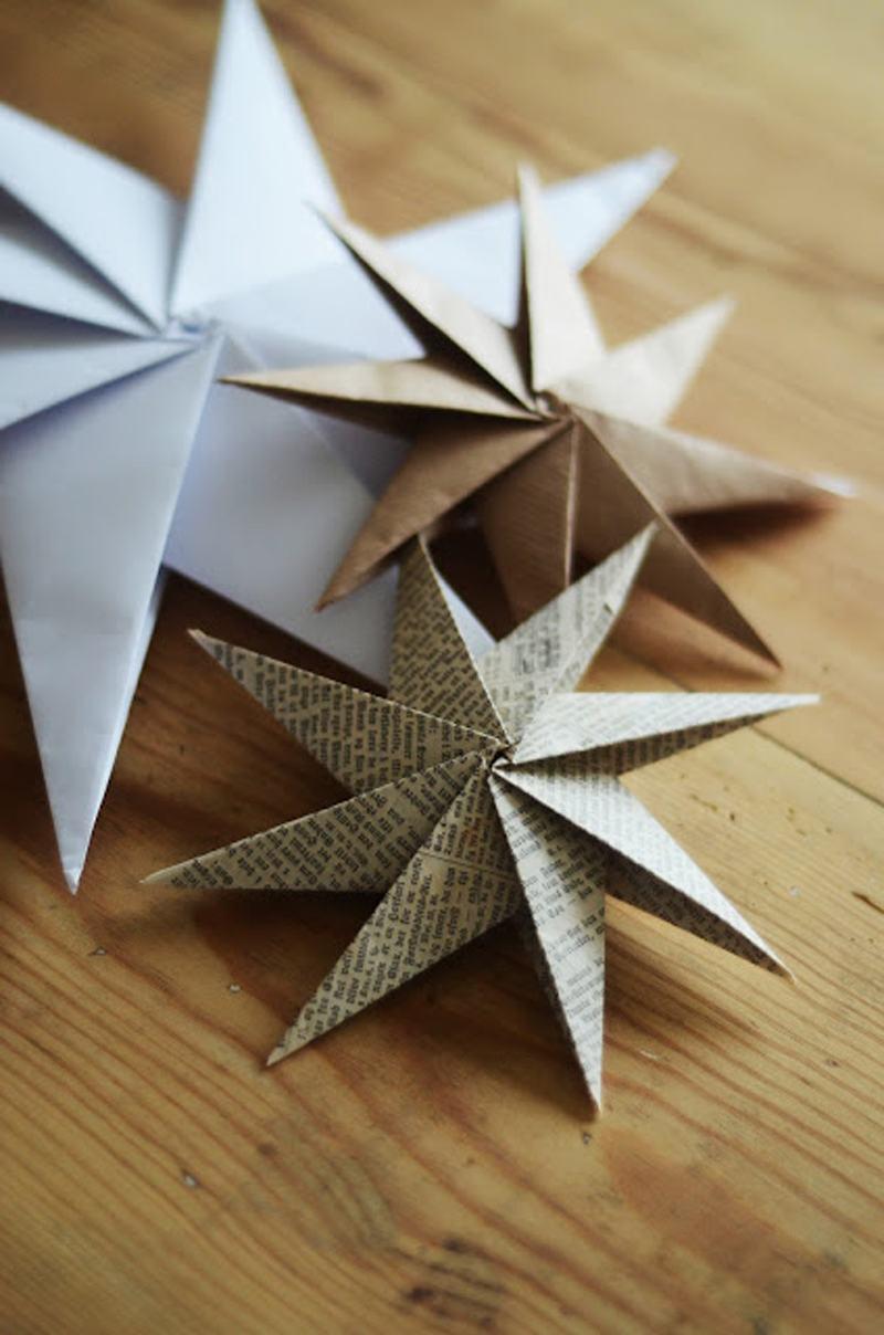 Pequenas estrelas feitas com jornal e papel