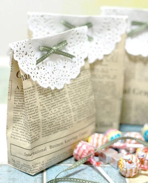 Sacolinhas de presente feitas com jornal