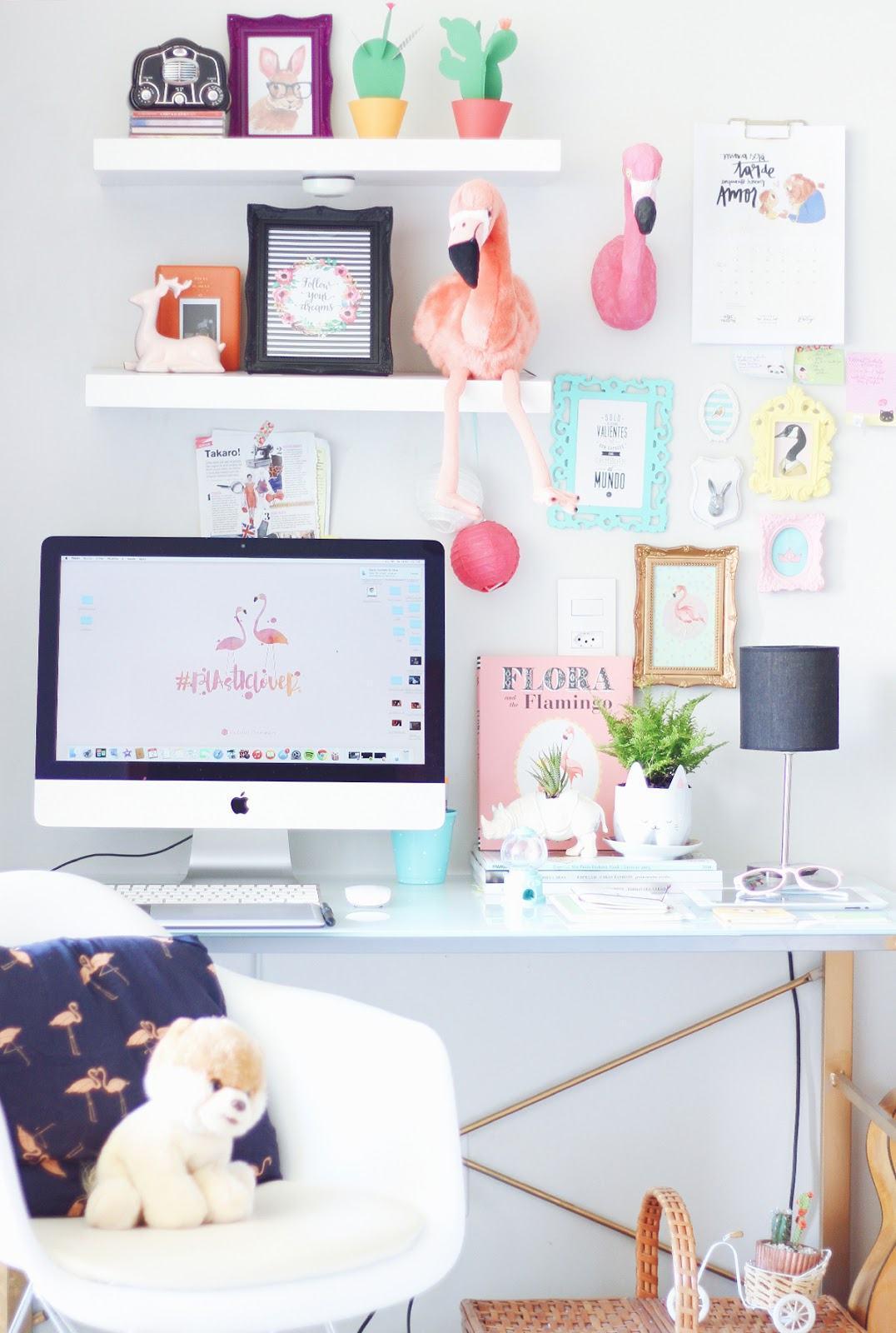 Home office pequeno 60 fotos de decora o for Bureau kawaii