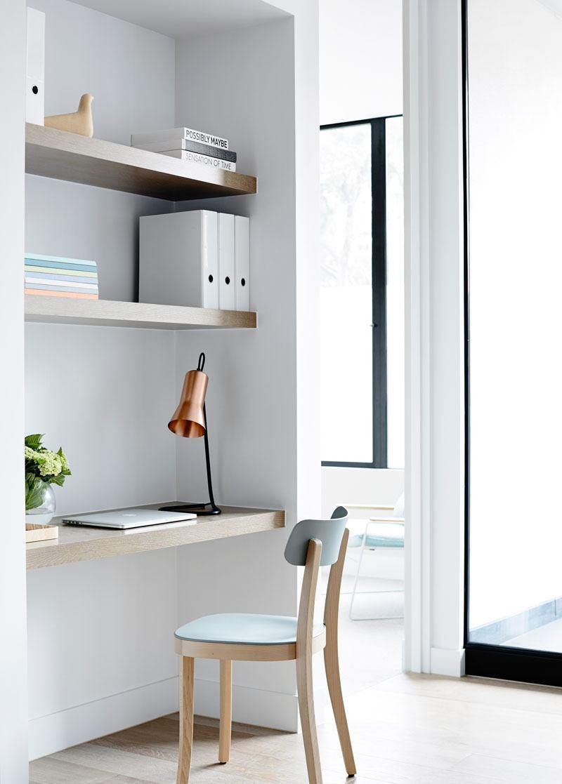Home office pequeno 60 fotos de decora o for Escritorios para espacios pequenos