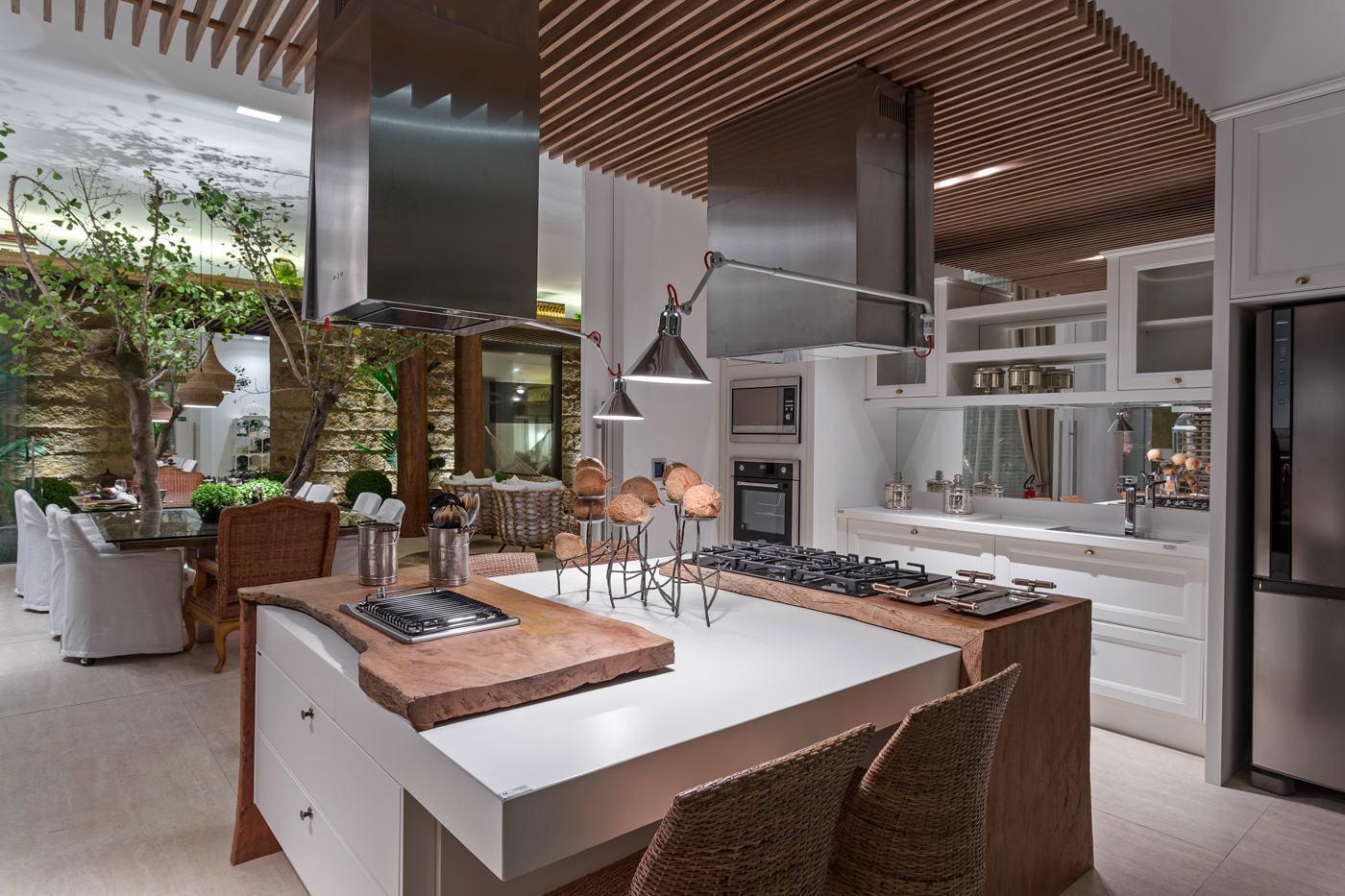 Imagem 29 – Para cozinha com ilha central é possível instalar duas  #4C5F32 1400 933