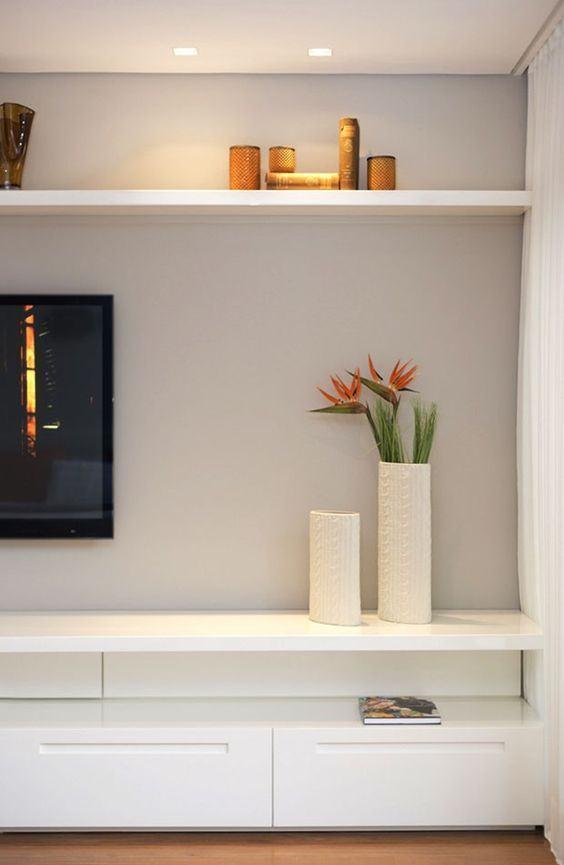 Sala De Tv Com Armario ~ Imagem 23 – Rack branco com formato geométrico