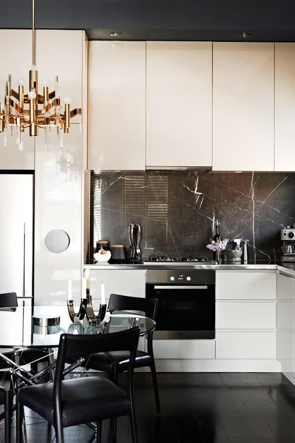 Cozinha com pedra preta