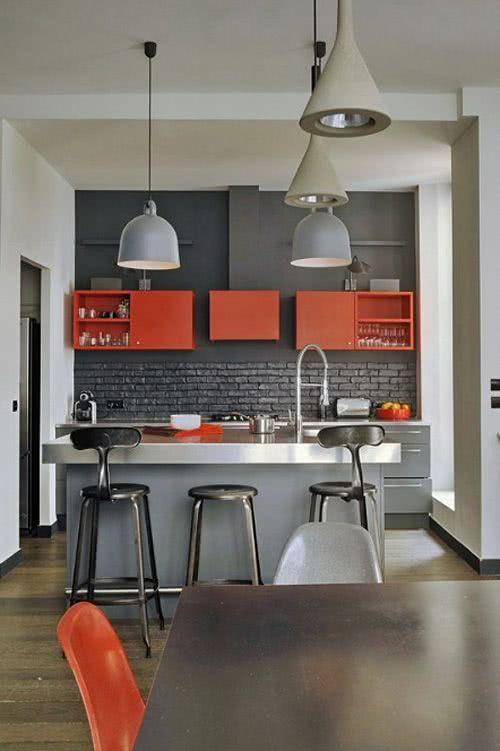 Cozinha com tijolo preto