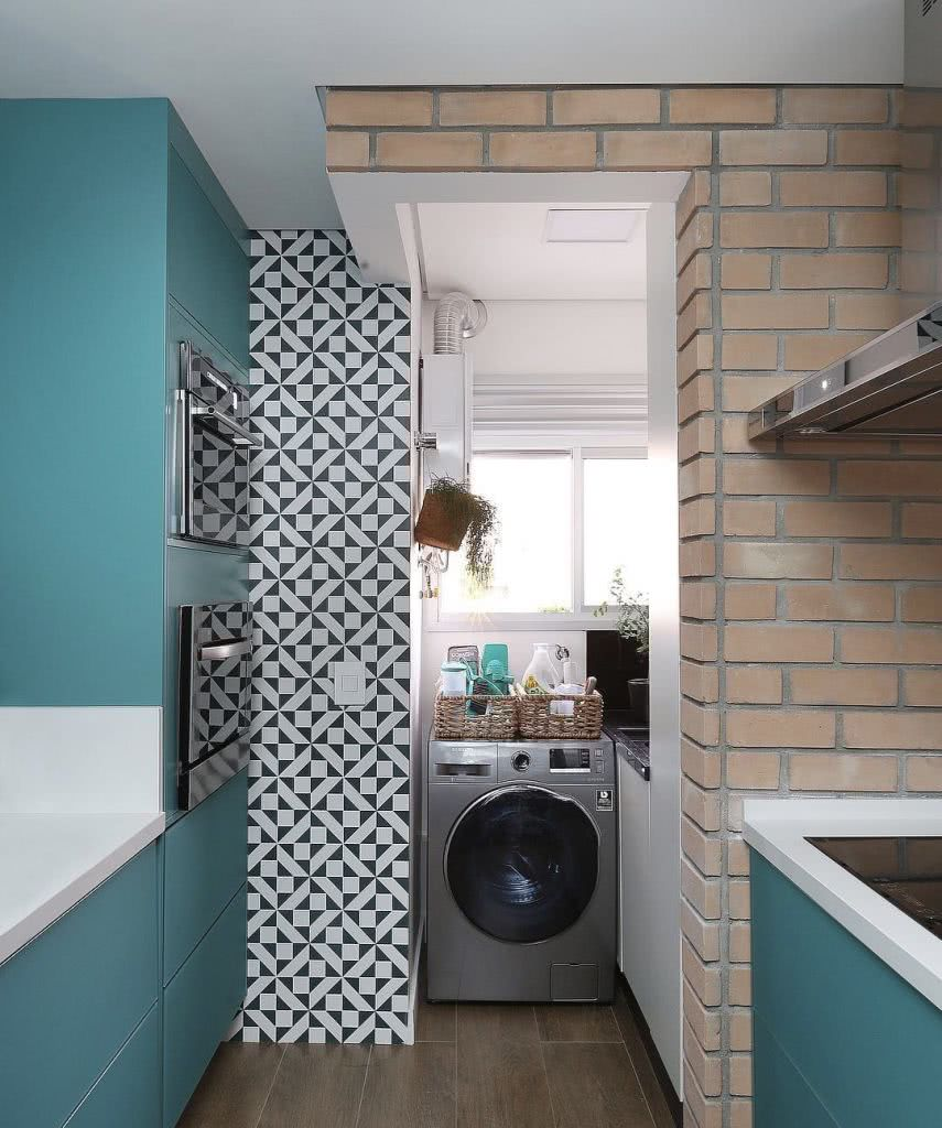 Tijolinho + azulejo colorido = cozinha com personalidade