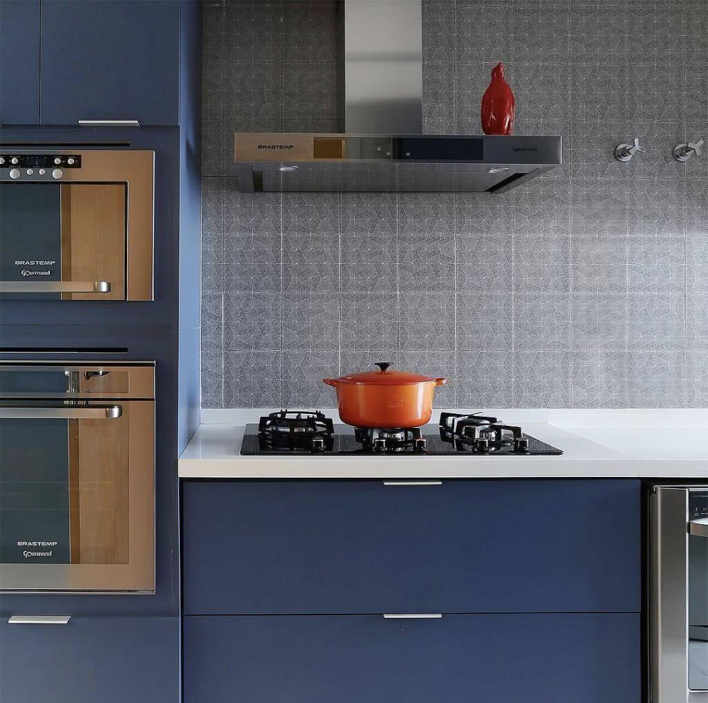 Cozinha com azulejo de estampa geométrica