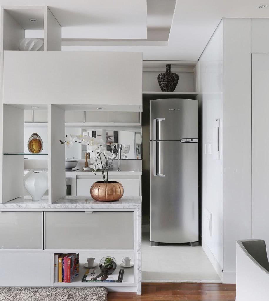 O espelho permite ampliar o visual da cozinha integrada