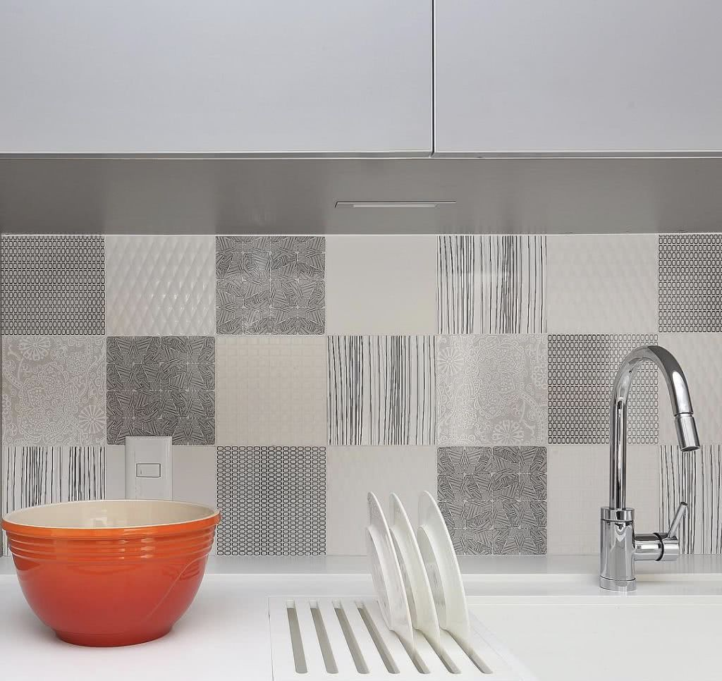 Monte uma composição harmônica com os azulejos estampados