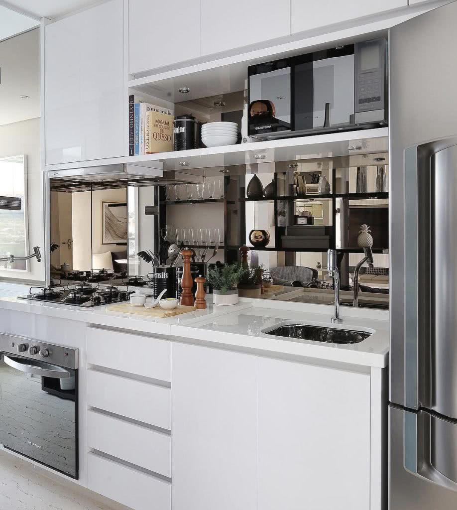 O espelho pode causar um impacto visual na cozinha