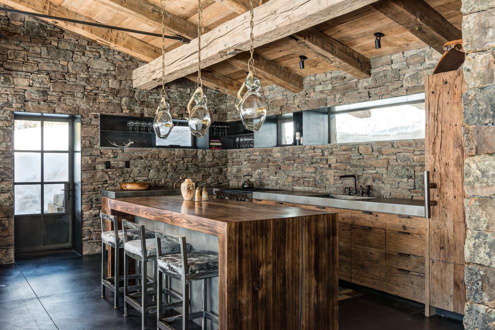Cozinha rústica com revestimento de pedras