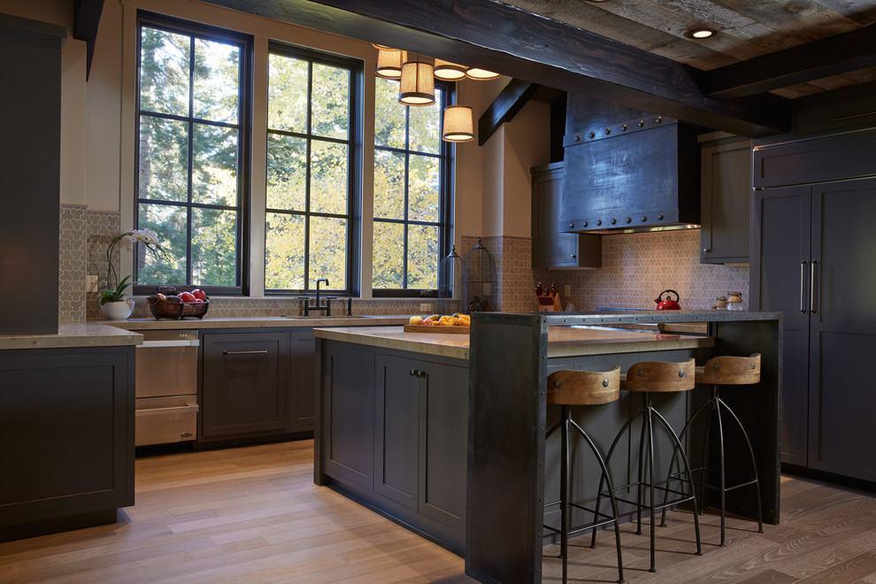 Cozinha rústica: lindo exemplo de uso da madeira escura nos armários