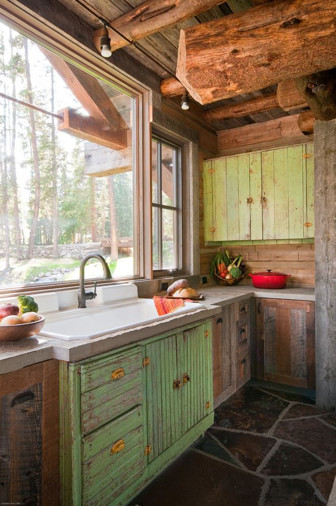 Detalhes para o acabamento de madeira na cor verde com pinturaem aspecto envelhecido