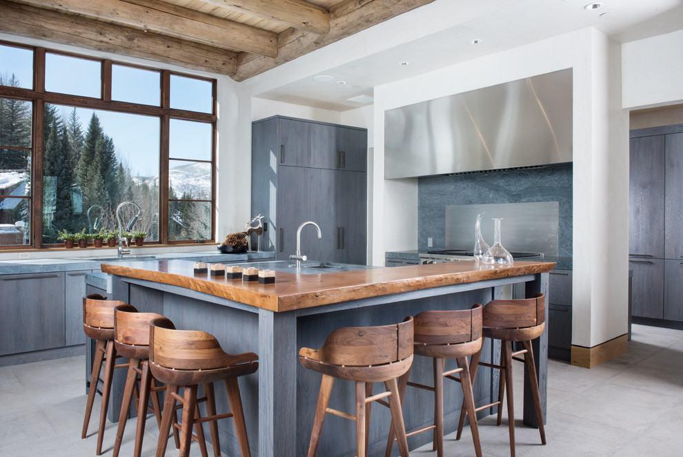 Azul e cinza na cozinha rústica
