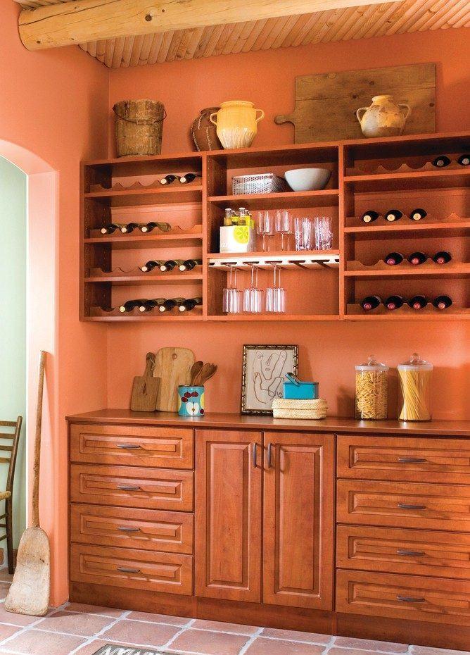 Cozinha rústica de campo / sítio com cores da terra